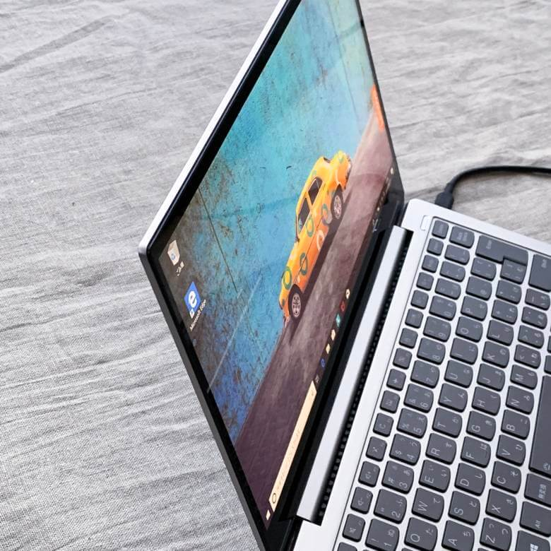 Lenovo Yoga S730の液晶ディスプレイ視野角は広い
