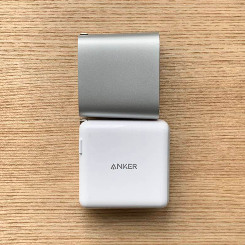 Anker PowerPort ll PDとBelkin BOOST CHARGE USB充電器のサイズ比較