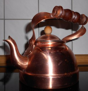 Ein Wasserkessel aus Kupfer für die Aktivierung von Demenzkranken.