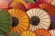 foto paraguas mercado de Luang Prabang