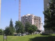 Juin 2005, démolition de la tour Sicile. A droite, la tour Corse