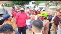 Foto : Ketua DPC PDIP Kab malang bagikan sembako
