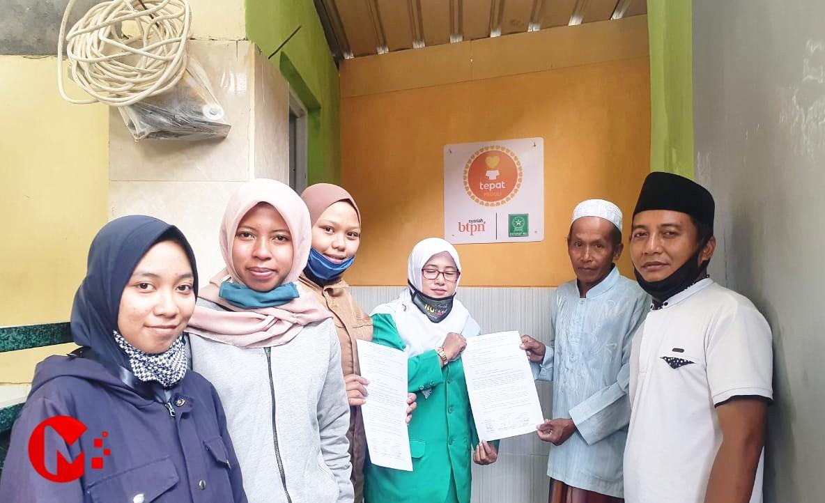 Foto : Ketua Fatayat NU Kab Malang serahkan penggunaan toilet dan tempat wudlu kepada takmir