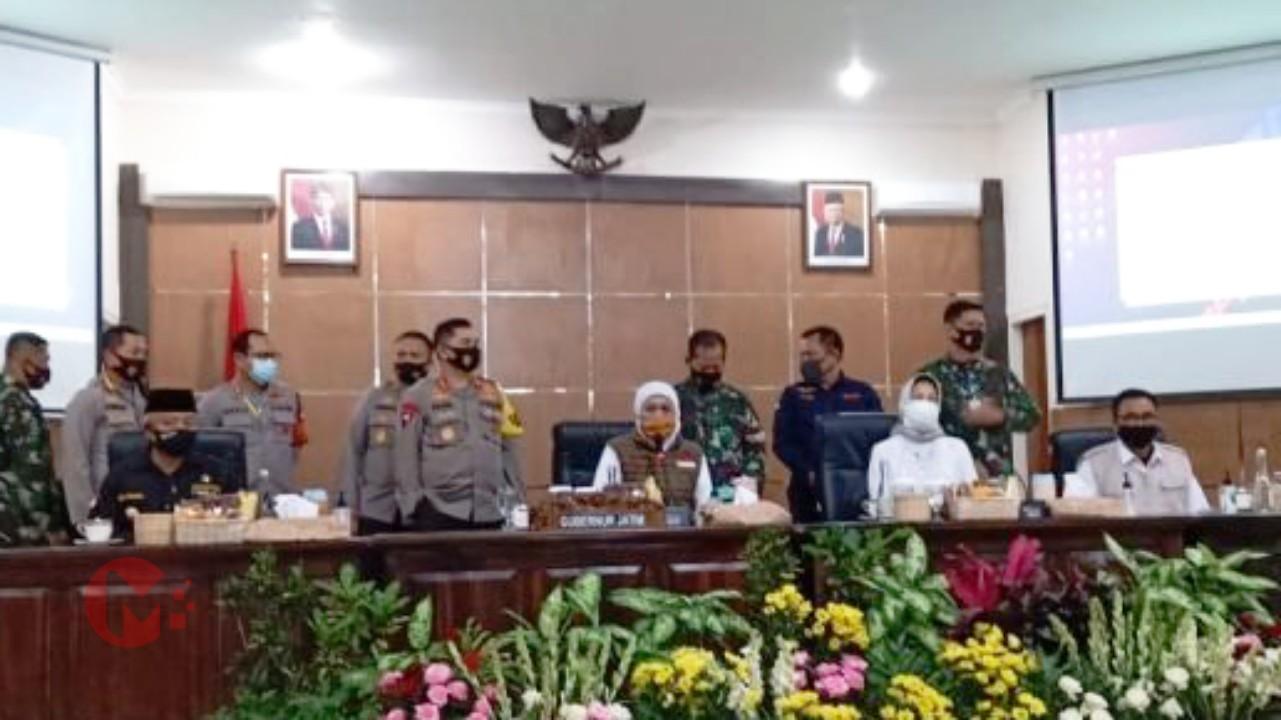 Foto : Gubernur Jatim pimpin rapat evaluasi tiga kepala daerah dibakorwil malang