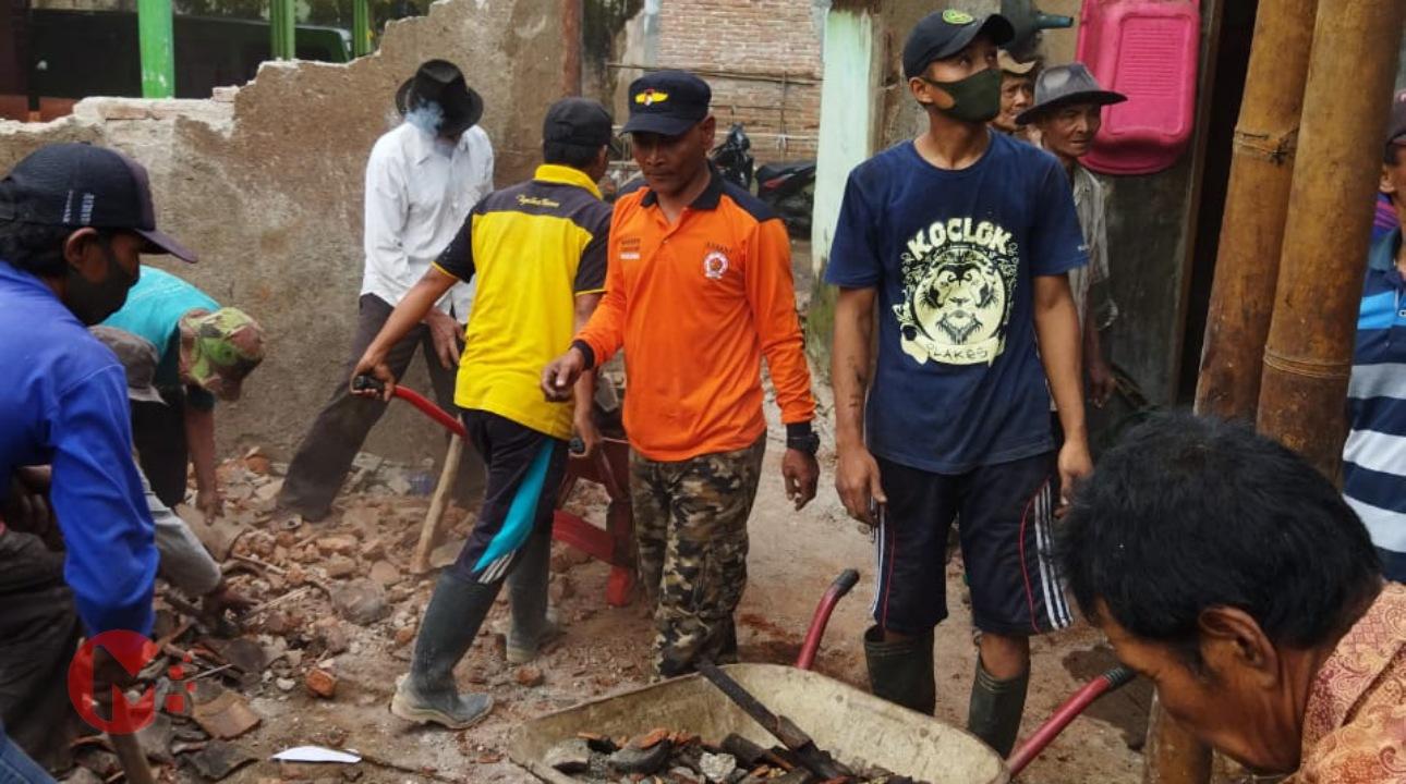 Foto : Banser Bagana turut bantu warga korban gempa
