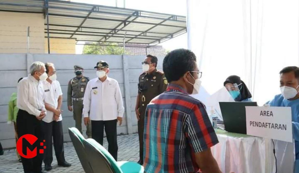 Foto : Bupati Malang tinjau pelaksaan vaksinasi yang digelar kejaksaan negri kab malang