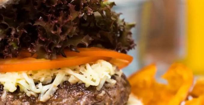 Hambúrguer feito em casa