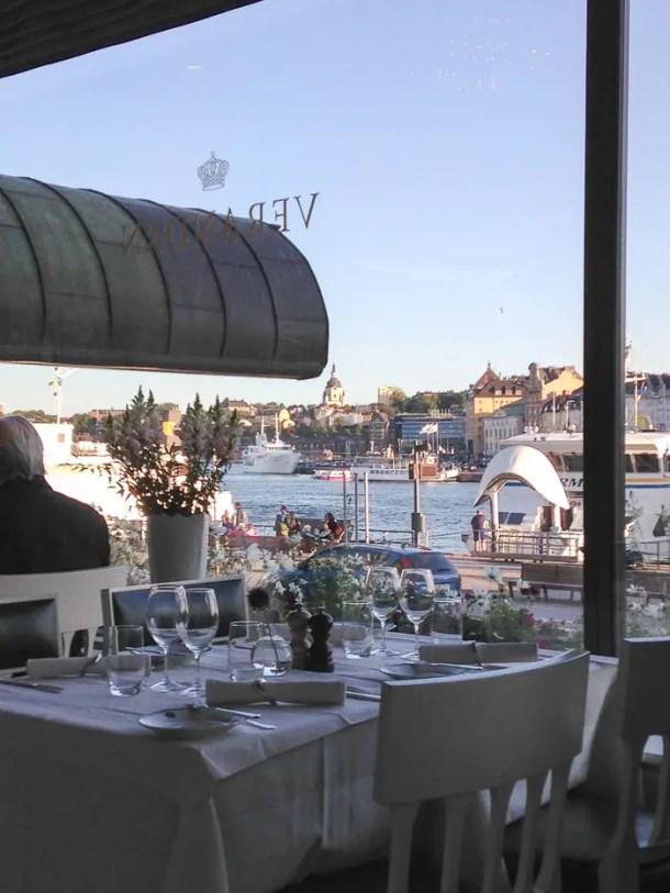 O Smörgåsbord do Grand Hotel em Estocolmo é uma experiência gastronômica e cultural que vale cada centavo investido nela. Sim, investido, pois não pode ser considerada como mero gasto de viagem!