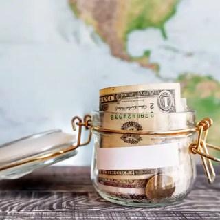 Amenizando a alta do dólar: reservas parceladas canceláveis em reais