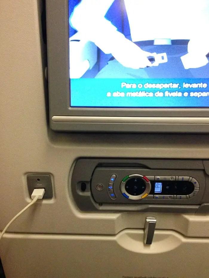 Controle remoto e tomada USB