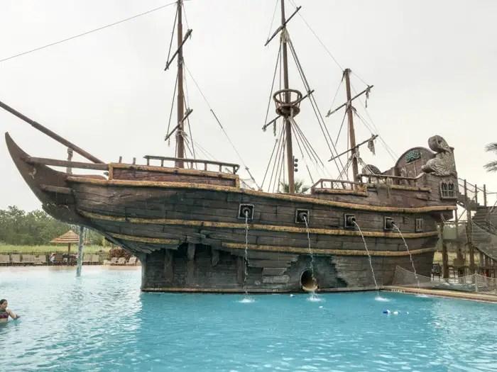 Toboágua no navio pirata