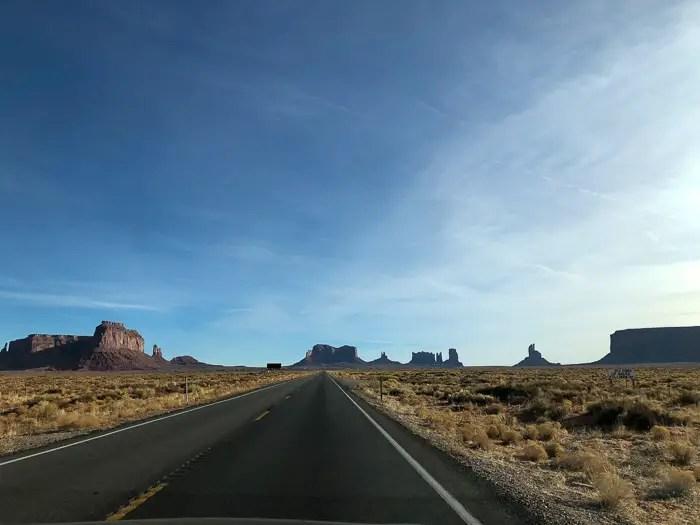 Logo após sair do Monument Valley, a primeira de várias paradas