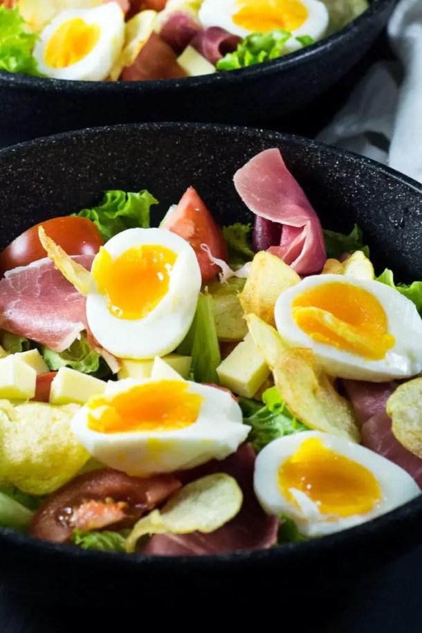 Salada de Presunto Parma, Ovos, Batata, e Queijo {Salada Parisiense} | Malas e Panelas