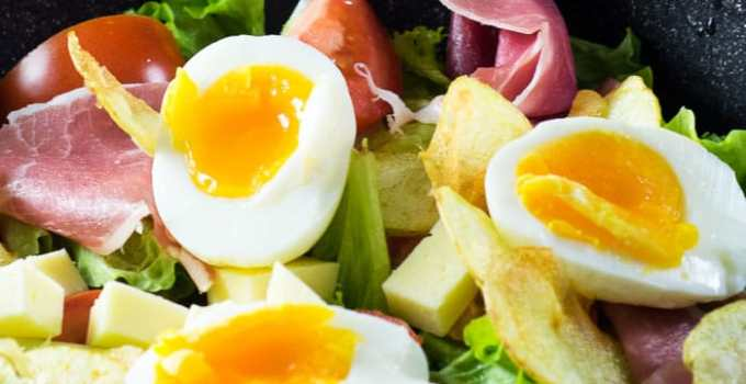 Salada de Presunto Parma, Ovos, Batata, e Queijo {Salada Parisiense}