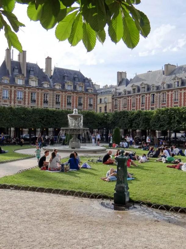 16 Lugares para Visitar em Paris | Place des Voges | Malas e Panelas