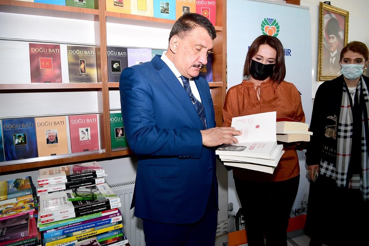 Başkan Gürkan, üniversite öğrencileri için çağrı hattı
