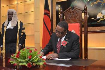 Mutharika:His govt is in trouble.