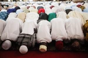 Muslims-at-prayer-600x399