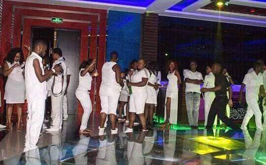 carlsberg-all-white-party
