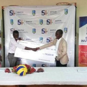 Mtegha (left) receives symbolic check from Zimba (right) @ olympAfrica centre