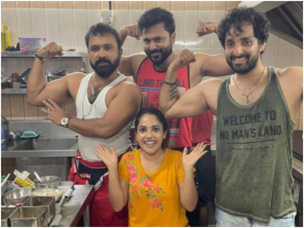 amrutha nair: nectar in the middle of the muscles;  Fans with music with body muscles