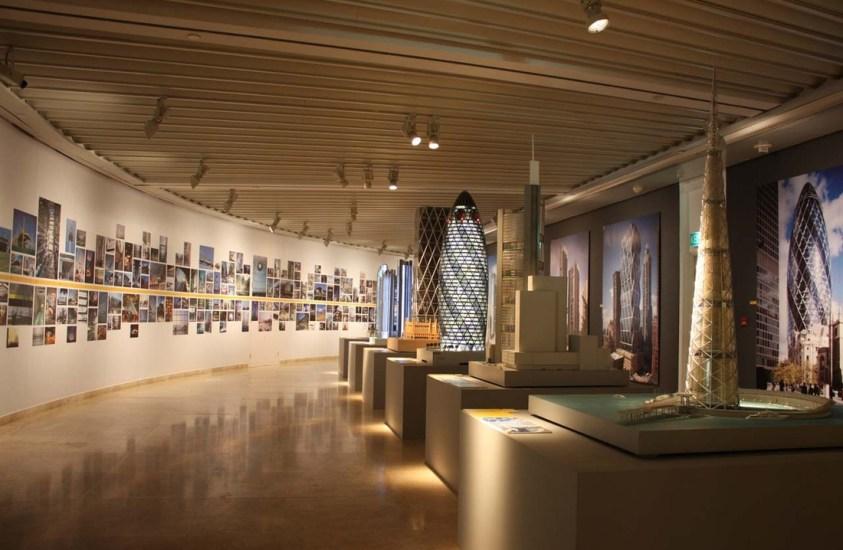 PETRONAS Art Gallery (Petronas Towers vs KL Tower