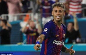 Neymar yang kini masih mempunyai kontrak selama empat tahun lagi dalam proses pemulihan kecederaan.