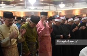 Presiden UMNO, Datuk Seri Najib Tun Razak diiringi Naib-naib Presiden UMNO, Datuk Seri Ahmad Zahid Hamidi, Datuk Seri Hishammuddin Tun Hussien serta ahli-ahli UMNO hadir menunaikan Solat Magrib, Solat Sunat Hajat, Bacaan Yassin dan Solat Isyak sempena Ulang Tahun ke 72 UMNO di Surau Ar-Rahman, Pusat Dagangan Dunia Putra (PWTC), Kuala Lumpur. foto NOOR ASREKUZAIREY SALIM, 11 MEI 2018