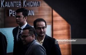 Anak tiri bekas Perdana Menteri Datuk Seri Najib Tun Razak, Riza Aziz (kanan) tiba di ibu pejabat Suruhanjaya Pencegahan Rasuah Malaysia (SPRM) bagi memberikan keterangan dipercayai berkaitan kes 1Malaysia Development Berhad (1MDB) di Putrajaya. foto HAZROL ZAINAL, 03 JULAI 2018.