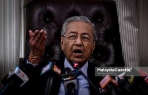 Perdana Menteri, Tun Dr. Mahathir Mohamad bercakap pada sidang media selepas mempengerusikan Mesyuarat Jawatankuasa Khas Pengurusan Pekerja Asing di Malaysia di Bangunan Parlimen, Kuala Lumpur. foto HAZROL ZAINAL, 23 JULAI 2018.