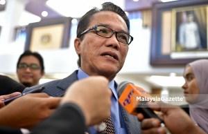 Menteri di Jabatan Perdana Menteri (Undang-Undang), Liew Vui Keong bercakap kepada media ketika hadir pada Sidang Dewan Rakyat di Bangunan Parlimen, Kuala Lumpur. foto FAREEZ FADZIL, 18 OKTOBER 2018.