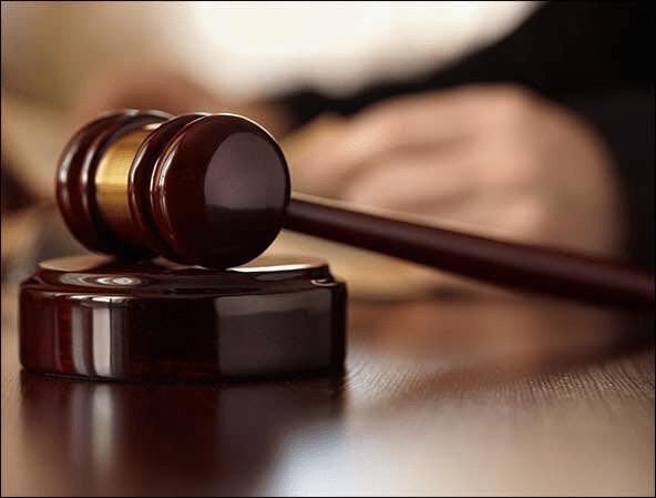 Seorang sarjan tentera antara lapan lelaki Orang Asli yang dihadapkan ke Mahkamah Sesyen di sini hari ini atas pertuduhan menyebabkan kematian seorang lelaki enam tahun lalu.