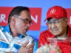 Anwar diangkat sebagai Perdana Menteri menggantikan Tun Dr. Mahathir