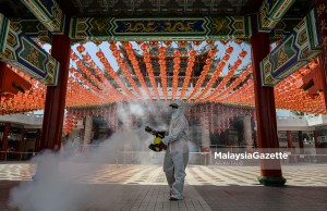 celebration Sanitisation workers conducting sanitisation and disinfection works at the Thean Hou Temple in Kuala Lumpur to curb the spread of Covid-19. PIX: AFFAN FAUZI / MalaysiaGazette / 11 FEBRUARY 2021. CNY 2021 MCO SOP Chinese New Year 2021 Movement Control Order celebration families family CNY 2021 MCO style