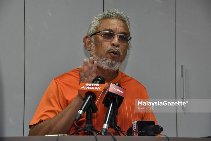 UMNO Pakatan Harapan Communications Director of AMANAH, Khalid Abdul Samad, at a news conference on the call to end Emergency and responding to the statement of the Law Minister. PIX: FIKRI YAZID / MalaysiaGazette / 17 MARCH 2021