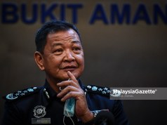 transfer FILE PIX: Inspector-General of Police (IGP) Tan Sri Abdul Hamid Bador at a news conference after launching the MyBayar Saman Portal and Mobile Application at the Bukit Aman Police Headquarters in Kuala Lumpur. PIX: HAZROL ZAINAL / MalaysiaGazette / 25 MARCH 2021. Acryl Sani Abdullah Sani Hamzah Zainudin political meddling