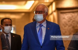 Former Prime Minister Datuk Seri Najib Razak arrives at the Palace of Justice in Putrajaya for the proceeding of his appeal to strike off his conviction on the misappropriation of funds belonging to SRC International Sdn Bhd. PIX: HAZROL ZAINAL / MalaysiaGazette / 19 APRIL 2021.