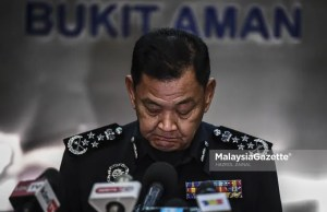 Inspector-General of Police (IGP) Tan Sri Abdul Hamid Bador during his final news conference as the IGP of Malaysia. PIX: HAZROL ZAINAL / MalaysiaGazette / 30 APRIL 2021. Inspector-General of Police (IGP) Tan Sri Abdul Hamid Bador confessed that he is uncomfortable with the interference of Home Minister, Datuk Seri Hamzah Zainudin in the management of the Royal Malaysia Police (PDRM).