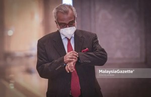 Lawyer, Tan Sri Muhammad Shafee Abdullah arrives at the Palace of Justice in Putrajaya for the hearing of SRC International Sdn Bhd trial involving his client, Datuk Seri Najib Tun Razak who is seeking to strike off the conviction against him over the misappropriation of RM42 million. PIX: SYAFIQ AMBAK / MalaysiaGazette / 18 MAY 2021.