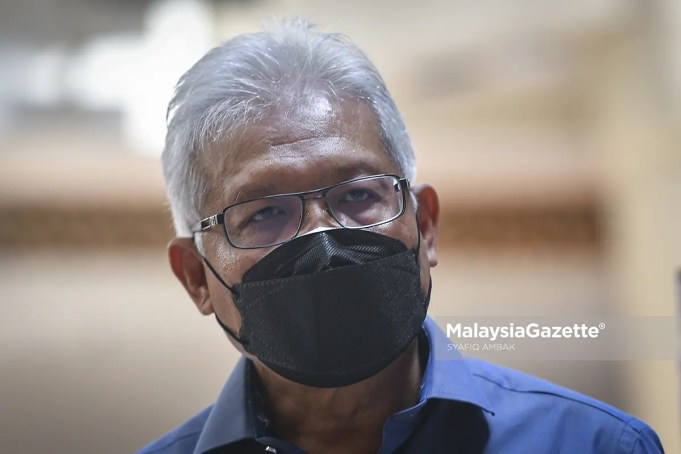 Menteri Dalam Negeri, Datuk Seri Hamzah Zainuddin bercakap selepas membuat pemantauan pematuhan Perintah Kawalan Pergerakan (PKP) 3.0 ekoran Sekatan Pergerakan Penuh Fasa Pertama di Mid Valley, Kuala Lumpur. Foto SYAFIQ AMBAK, 04 JUN 2021