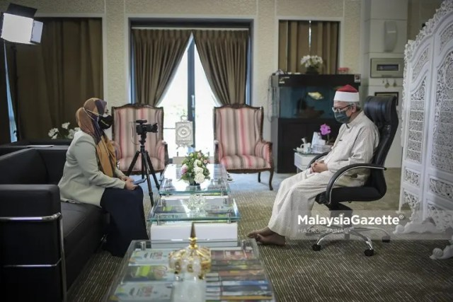 Exclusive interview with the Minister at Prime Minister's Department (Religious Affairs), Senator Datuk Dr. Zulkifli Mohamad Al-Bakri at the Islamic Complex in Putrajaya.     PIX: HAZROL ZAINAL / MalaysiaGazette / 17 APRIL 2021