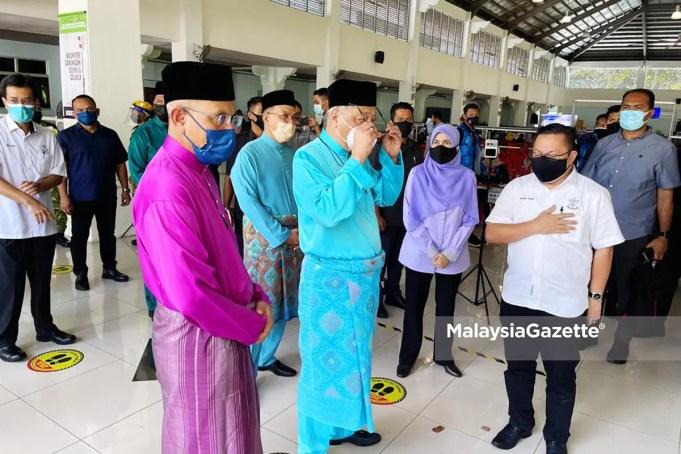 Deputy Prime Minister visits the Dewan Jubli Perak Covid-19 vaccination centre in Kuantan, Pahang. interstate travel Aidilfitri Cluster Covid-19 Hari Raya Haji Hari Raya Aidiladha inter-district travel