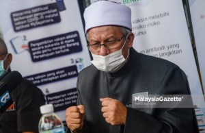 new cabinet Minister at Prime Minister's Department (Religious Affairs) Datuk Dr. Zulkifli Mohamad Al-Bakri at a news conference after receiving his Covid-19 vaccine at the Precinct 11 District Health Clinic, Putrajaya, Selangor. PIX: HAFIZ SOHAIMI / MalaysiaGazette / 26 FEBRUARY 2021