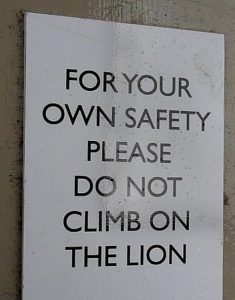 don't climb on lion sign