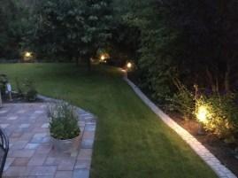 Gartenbeleuchtung bei Dämmerung