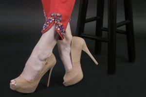 Carlça Vermelha e Sapato Bege CS