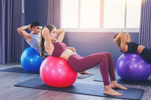 moça se exercitando