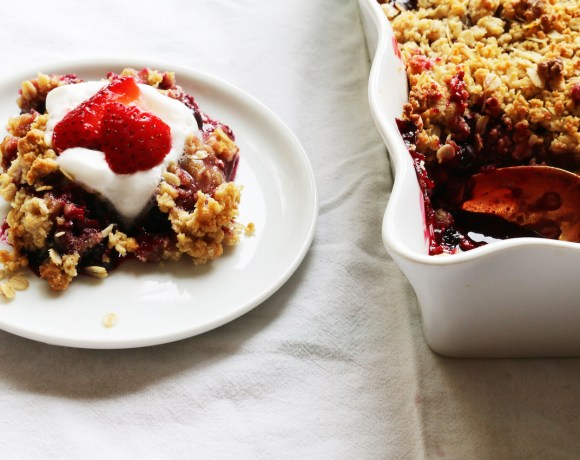 vegan mixed berry crisp