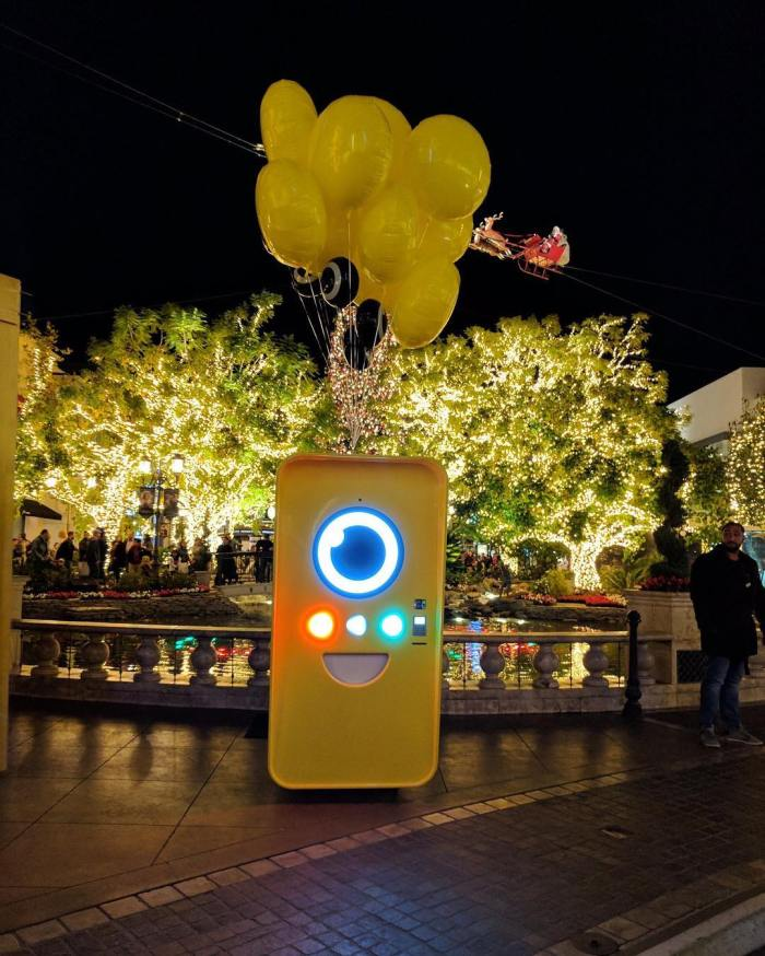snapchat-spectacles-bot-smart-sunglasses-the-grove-shopping-center-yellow-by-snapchat-spectacle-11-30-2016-1
