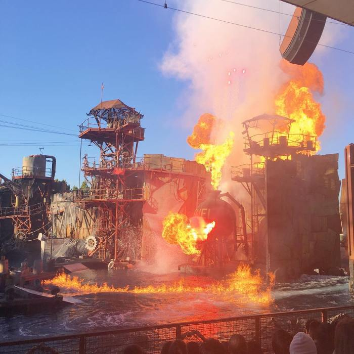 waterworld-universal-studios-hollywood-by-9-33hrs-12-19-2016-1